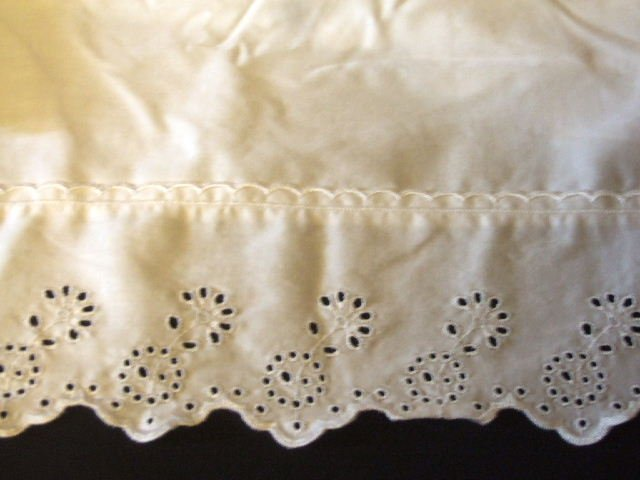 Country Living White Twin Bed Skirt Decorative Eyelet
