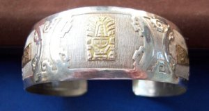 18K and Sterling Silver Cuff Bracelet with Gold Pendant Decoration