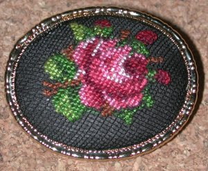 vintage red ROSE FLOWER PETIT POINT BROOCH PIN needlepoint