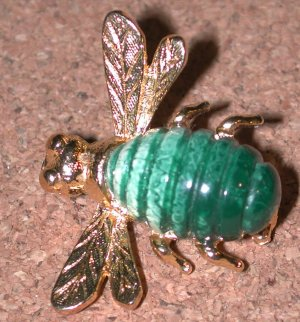 green plastic stone Bee Bug Pin vintage gold-tone brooch