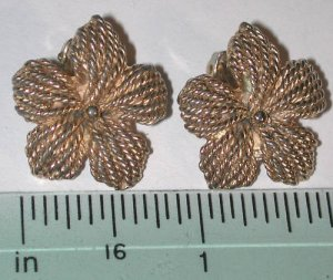 signed Napier gold-tone flower Clip on Earrings Vintage