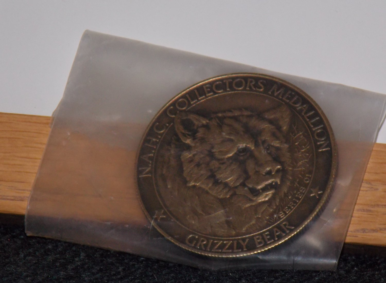 North American Hunting Club Collector Medallion - Grizzly Bear