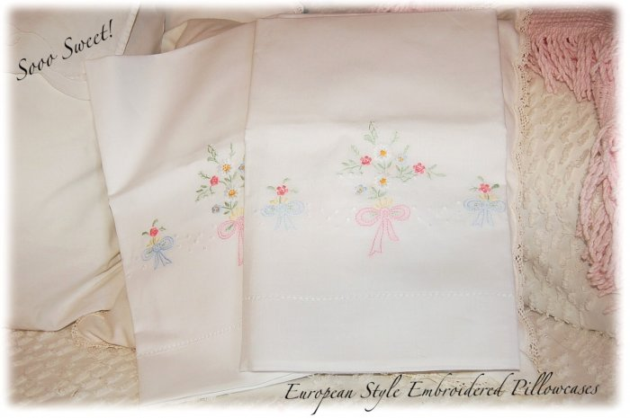 Pair of Embroidered Linen Pillowcases - Daisy Floral - Pristine