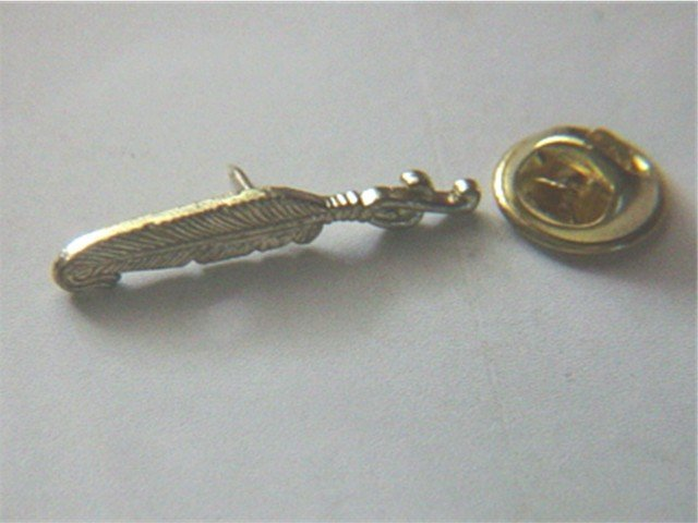 Small Gold Tone Feather Pin #900346