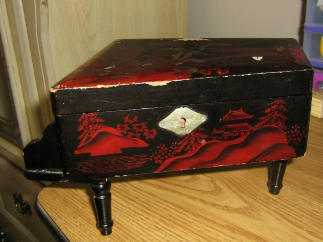 Vintage 40s Red and Black Lacquer Japanese Ballerina Grand Piano Music Jewelry Box 40s Song  #900359