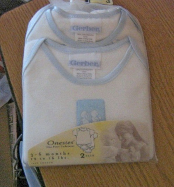 Two Pack 100% Cotton Gerber Onesies Babies 3-6 Months  #900582
