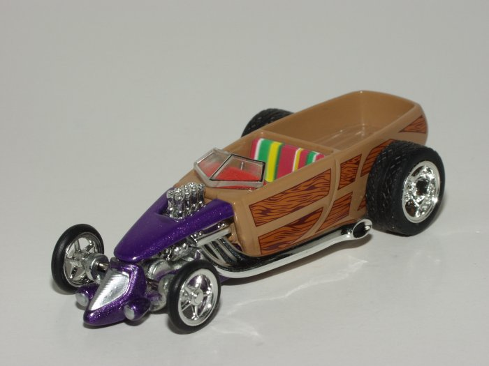 Hot wheels 2003 100% Wild Wood Custom Woody Pickup Purple 1/64 Scale Loose