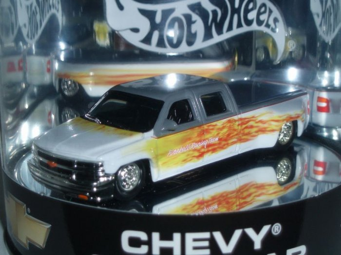 2004 Hot Wheels Showcase Chevy Crew Cab...White/Grey