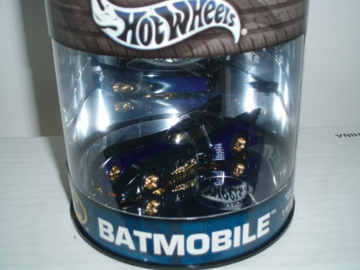 2004 Hot Wheels Showcase Batmobile Limited Edition�Black/Blue..#1/3