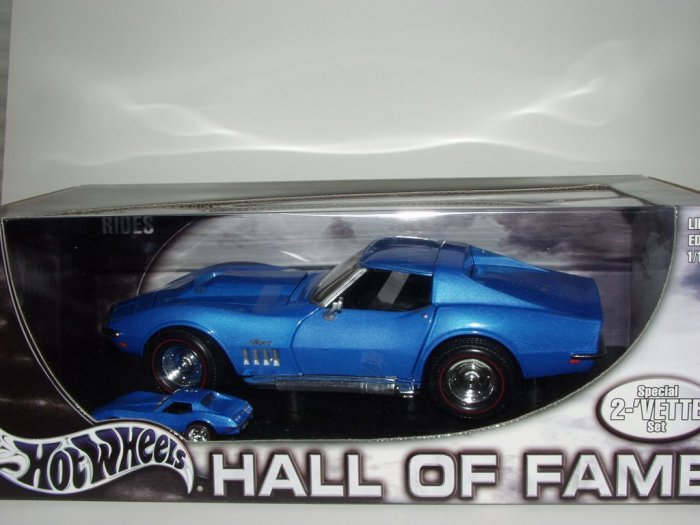 Hot Wheels Hall of Fame Limited Edition 2 Vette Set..Blue..1/18 & 1/64 Scale