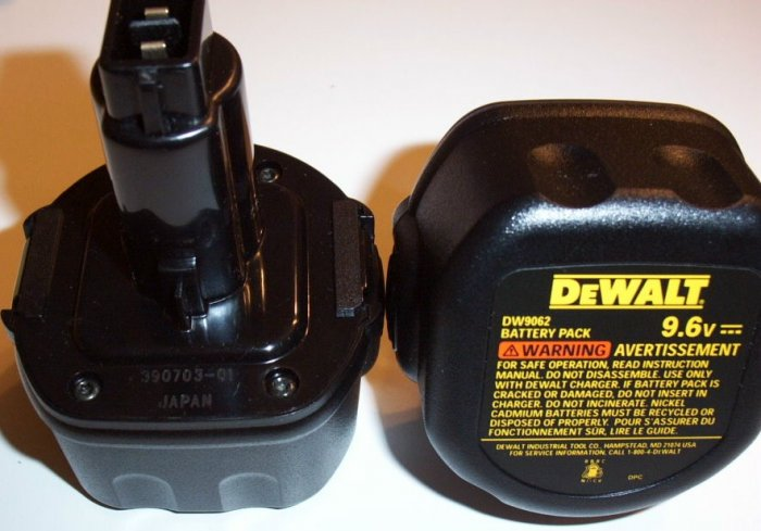 2 DW9062 Dewalt 9.6 volt Batteries Brand NEW
