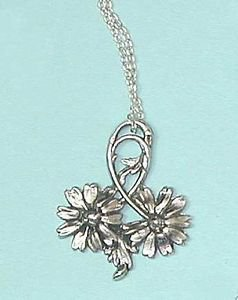 Lovely Daises design pendant silver plated with chain. Art Nouveau style