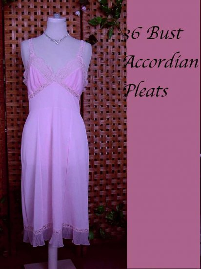 Beautiful Vintage Accordion Pleat Hems and Cups Full Slip dress 36