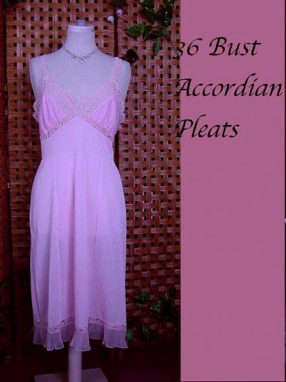 Beautiful Vintage Accordion Pleat Hems and Cups Full Slip dress 36