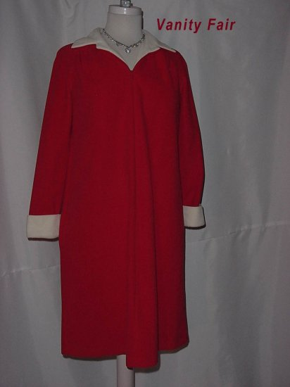 Vanity Fair Red and White Zip front Vintage Robe Lounger NightWear  No. 13