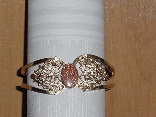 Vintage Bracelet gold colored Bronze copper color stone.