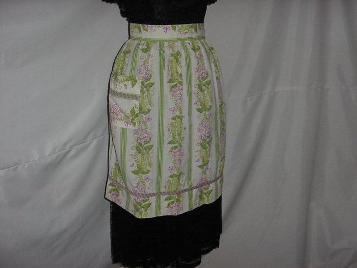 Fabulous Vintage 1930s 1940s Apron  Veggie Peas Pea Blossoms, Pea Shells, design on apron   No. 5