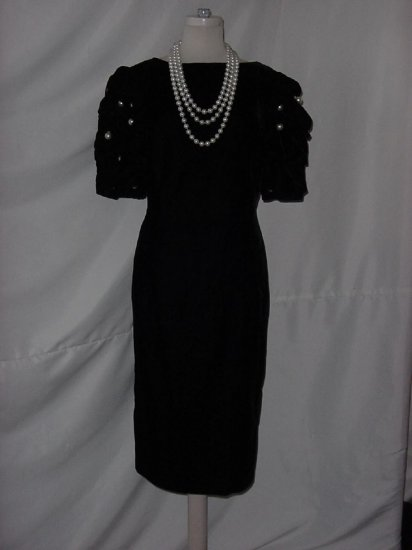 Louis Feraud bubble sleeve black velvet evening dress dinner dress Pearl Button Sleeves  No. 23