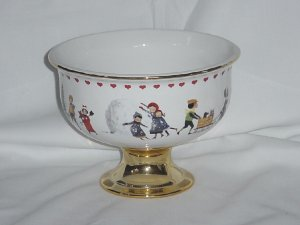 Charles Wysocki Bowl Christmas Love 2000 Pedestal Bowl #68