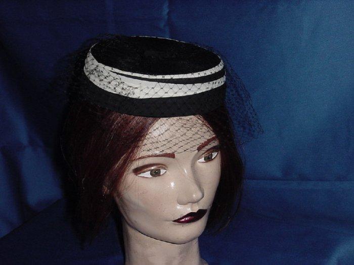 Black white womens vintage pillbox hat No. 82