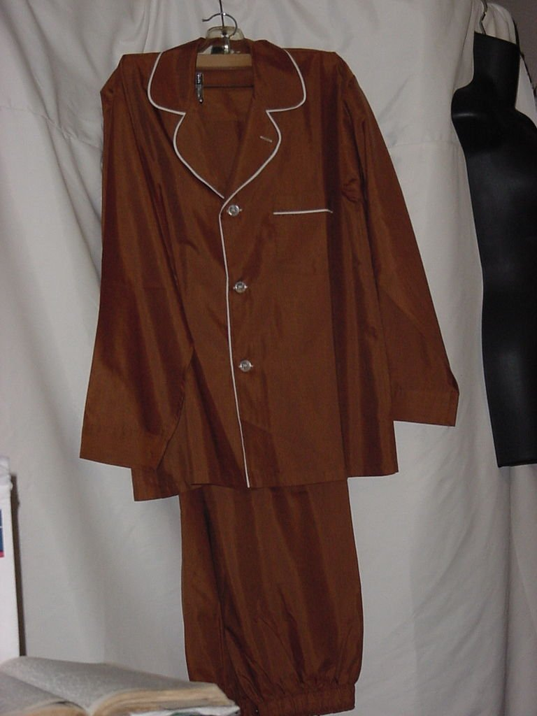 Vintage Men's Arrow Rust Pajama set Trimmed in white Unworn No.  106a
