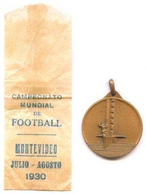 SOCCER WORLD CUP 1930 MEDAL IN BOX ORIGINAL FOOTBALL