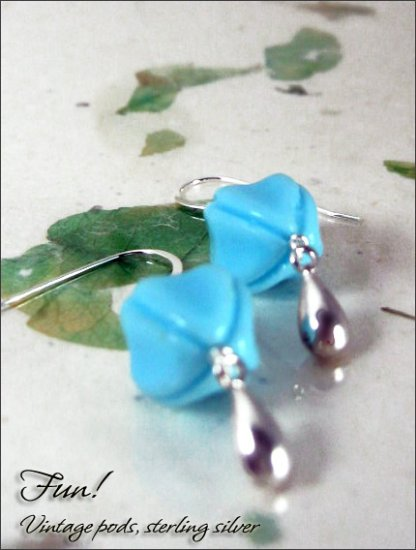 Vintage Hot Pods: Robin blue sterling silver earrings