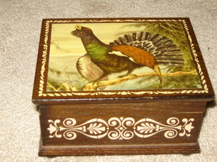 vintage music box Anri of Italy wood jewelry box plays I'd Like to Teach the World to Sing