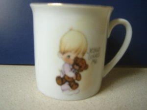 Precious Moments 1980 Enesco ceramic mini mug Jesus Loves Me boy with teddy bear