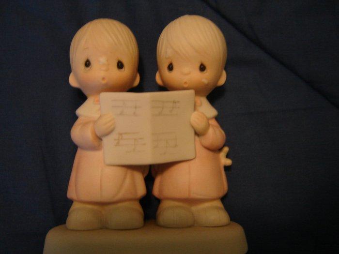 Precious Moments figurine Peace on Earth boys singing 1980 Enesco Jonathan & David IN ORIGINAL BOX
