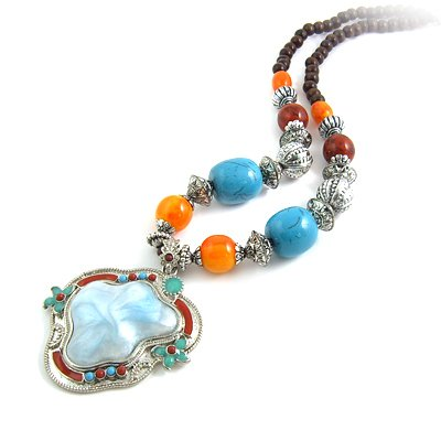24601-resin with alloy necklace