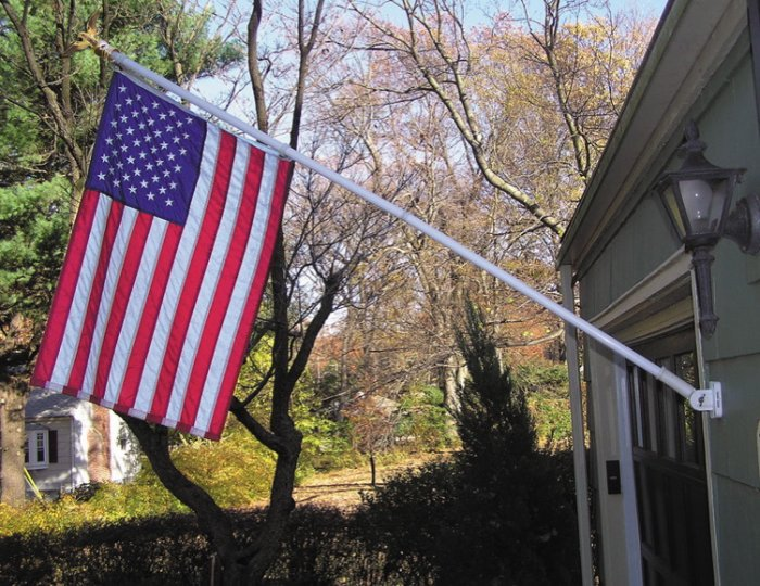 Free Spin flagpole set with 5' American flag