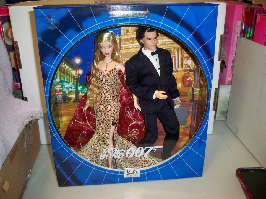James Bond 007 Ken and Barbie Giftset NRFB Collector Edition