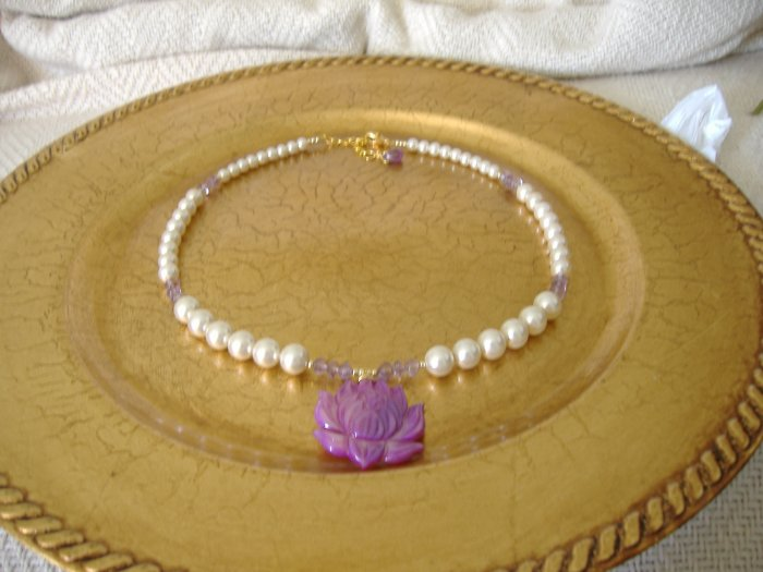 FREE SHIPPING Super pretty purple shell lotus flower and pearls necklace