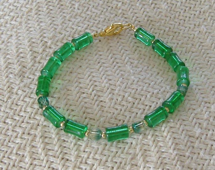 FREE SHIPPING Super pretty green glass bracelet