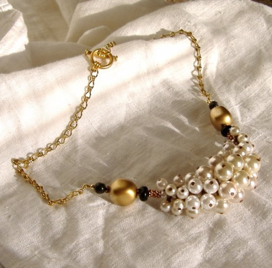 FREE SHIPPING Stylish glass pearls choker
