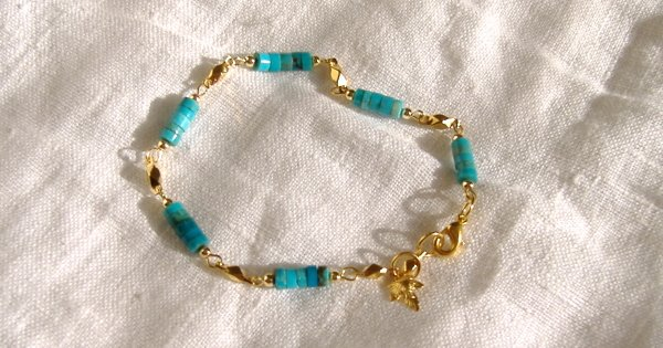 FREE SHIPPING Pretty turquoise bracelet