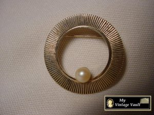 Vintage Gold Pin with Pearl