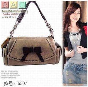 Korean Star Fashion Handbag with Black Ribbon B04001T