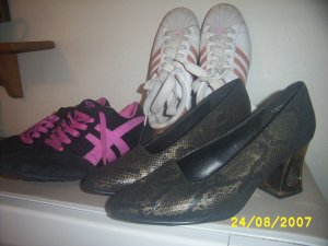 Womens used shoes x 3 size 9.5 Adidas Classique Wanted