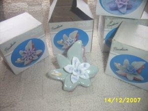 Porcelain Victorian Flower x 21 pcs NIB gift flower