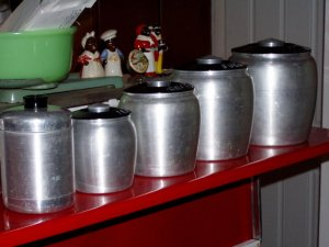 1950 aluminum spice cannister set w/all lids