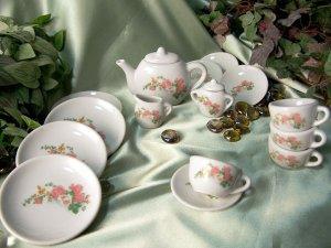 17 pc Child's Tea Set