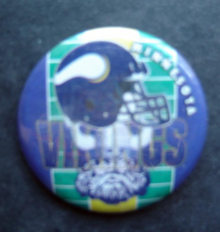 "Minnestoa Vikings Football PIN 1 3/4"" Diameter Helmet and Viking Design"
