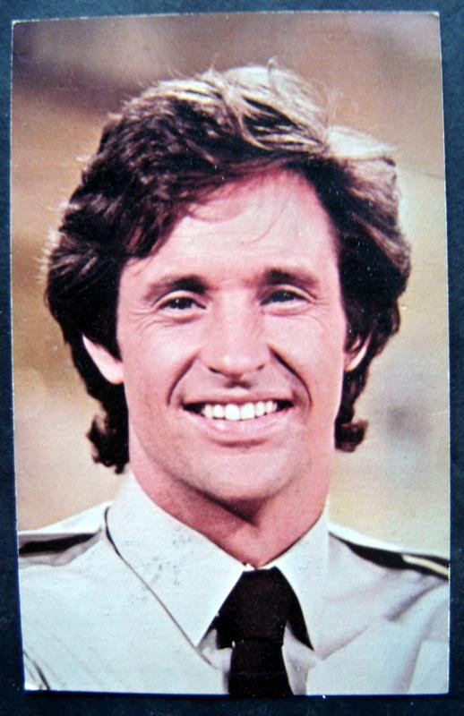 "Airplane Movie Robert Hays ""Ted Striker"" Photo Card 5 x 7 Facsimilie Autograph"