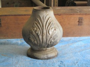 Early Cast Iron Finial  I 12