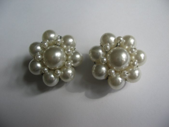 WHITE PEARL BEAD EARRINGS