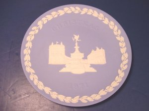 WEDGWOOD JASPER 1971 CHRISTMAS PLATE PORCELAIN PICCADILLY CIRCUS BLUE WHITE LONDON ENGLAND, BOX