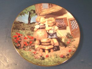 M. J. M. I. Hummel Squeaky Clean plate Danbury Mint Little Companions kid figurines box COA MI3457