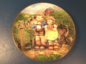 Country Crossroads plate Goebel Little Companions M. J. M. I. Hummel 1992 Danbury Mint box COA